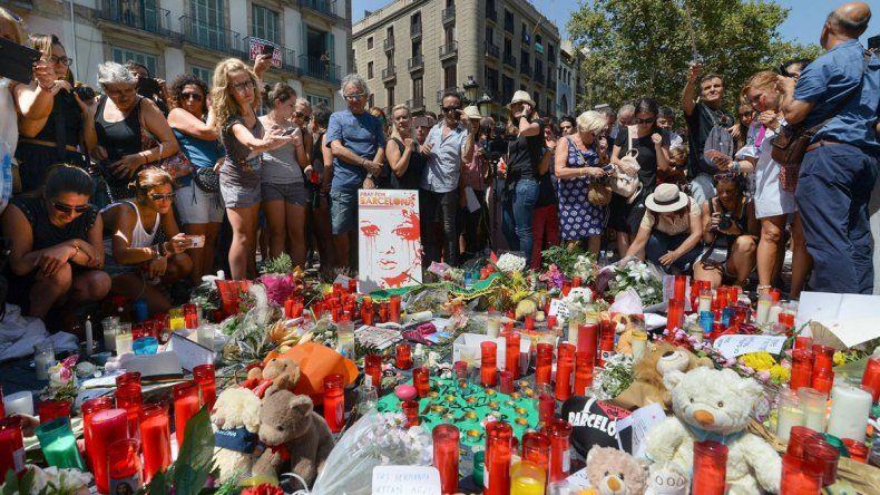 El homenaje que recibieron ayer en Barcelona las víctimas de los atentados del jueves.