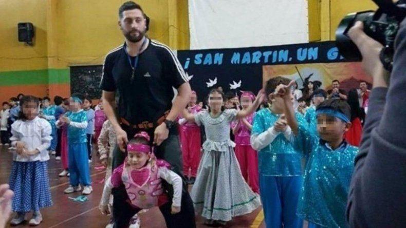 Profesor construyó un arnés para que una nena pueda bailar