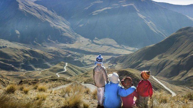 Unos 500 mil turistas se movilizan en el país por el fin de semana largo