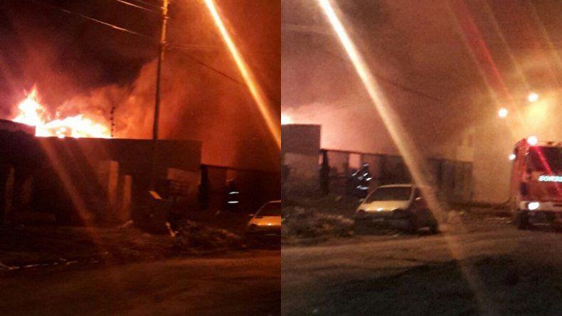 El fuego consumió una vivienda en el barrio Juan XXIII