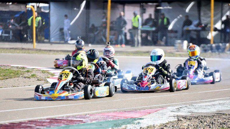 Con un parque de 54 máquinas se corrió la 4ta fecha del karting.