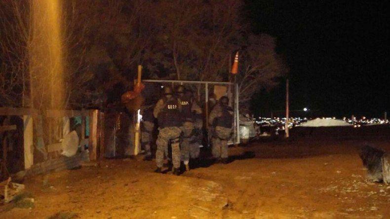 Los allanamientos que desarrolló la Brigada de Investigaciones durante la noche del sábado en busca de esclarecer el homicidio.