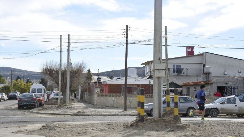 Frente al complejo del Club Deportivo Portugués