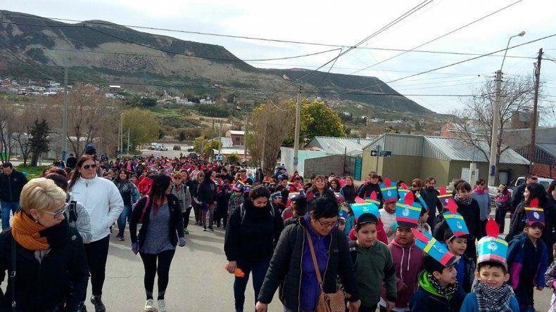 Los granaderitos de  la Escuela 197 emularon el Cruce de los Andes