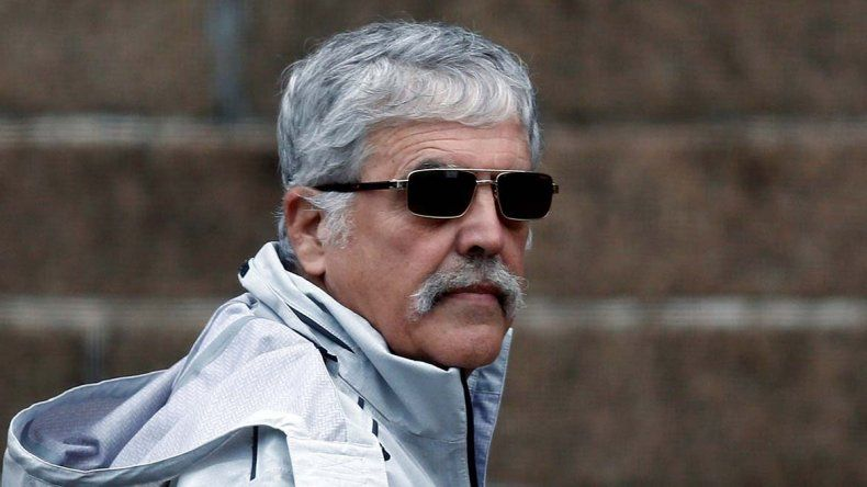 Julio De Vido al dirigirse en la mañana de ayer a notificarse sobre la fecha de inicio del juicio.