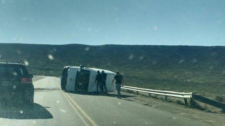 El viento volcó una trafic en la Bajada de Los Palitos