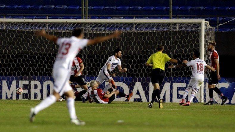 Estudiantes perdió con Nacional de Paraguay en Asunción