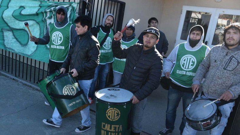 Obreros afiliados a ATE reclamaron indumentaria