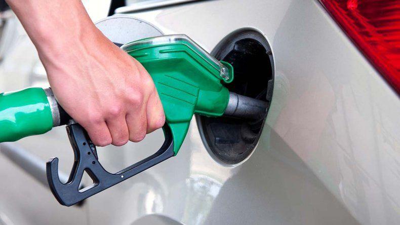 Antes de fin de año subirán la nafta, la luz y el gas