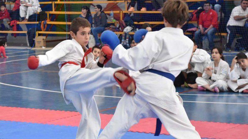 El karate tuvo intensa actividad en el gimnasio municipal 4 por los Juegos Evita.