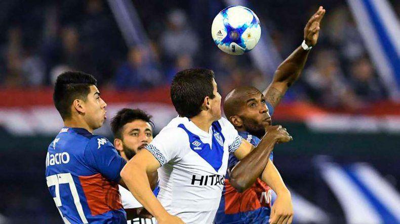 Tigre y Vélez pondrán en marcha esta tarde el nuevo campeonato del fútbol argentino.