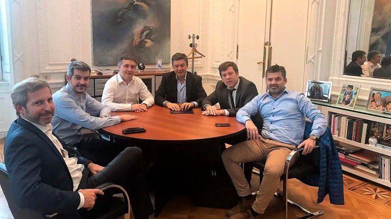 El encuentro de Menna y su equipo de campaña con Peña