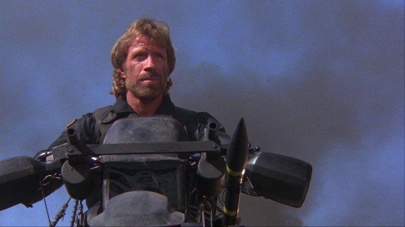 Invencible: Chuck Norris sobrevivió a dos infartos en 47 minutos