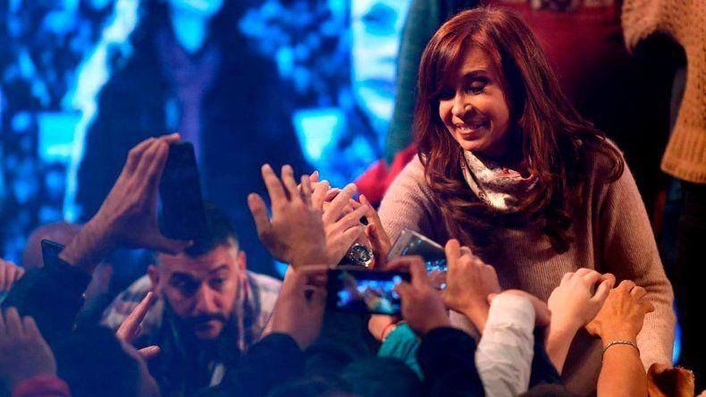 La próxima semana se conocerá quién fue el precandidato a senador más votado en la provincia de Buenos Aires: Cristina Kirchner o Esteban Bullrich.