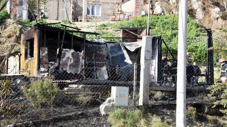 Cuando los bomberos sofocaban el incendio en busca de posibles víctimas