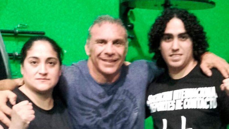 Graciela y Paulo Becerra junto a Jorge Acero Cali –centro– en la capacitación que se realizó en Tristán Suarez.