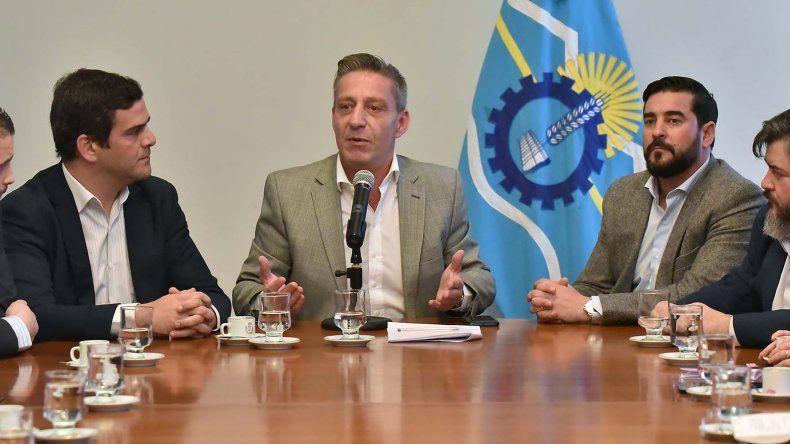 El vicegobernador Mariano Arcioni presidió la firma de convenios con municipios de Puerto Madryn