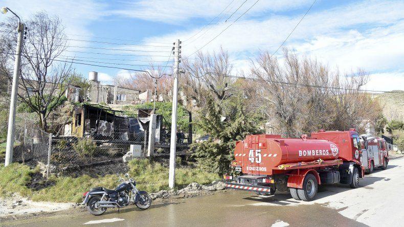 Bomberos combatieron un voraz incendio en Laprida