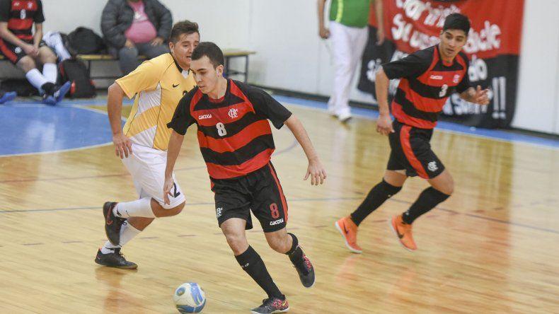 El torneo Apertura de fútbol de salón continuará esta tarde con toda su definición.