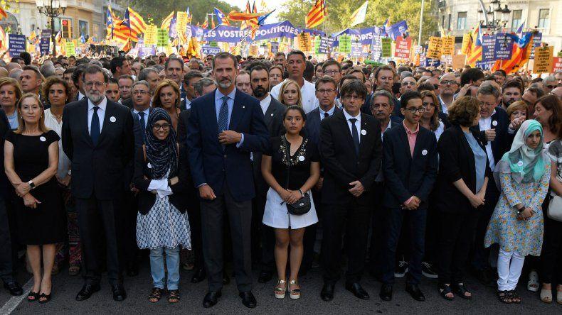 Felipe VI y Mariano Rajoy estuvieron presentes en la manifestación.
