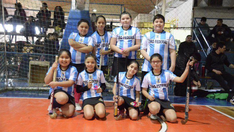 Las pequeñas de Tiro Federal que participaron del encuentro de hóckey infantil que se realizó ayer en la CAI.