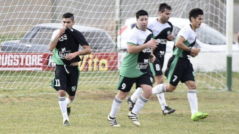 Jorge Lasso es una de las cartas de gol en Petroquímica que hoy recibe a Deportivo Sarmiento.