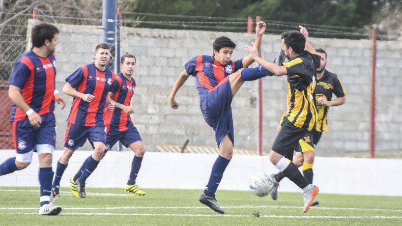 USMA empató ayer como local ante Rada Tilly y esta tarde Próspero Palazzo se le puede acercar si vence a Deportivo Portugués.