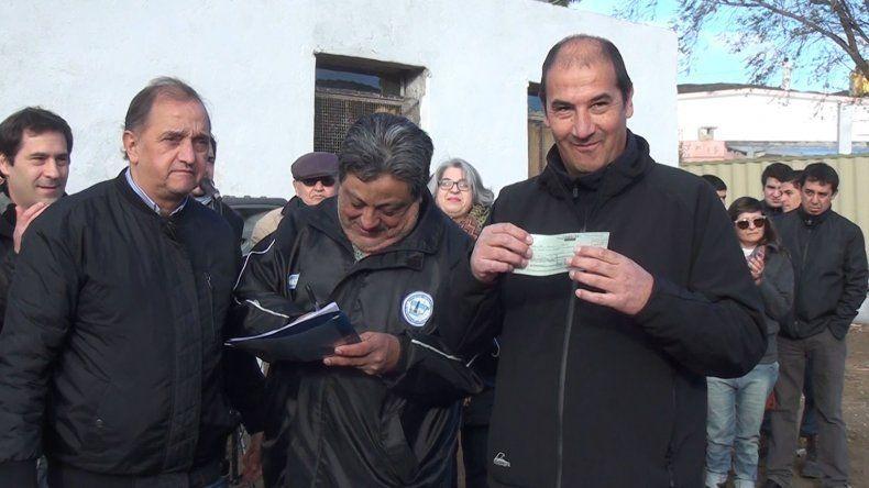Uno de los aportes fue para el cuartel de Bomberos en Laprida.