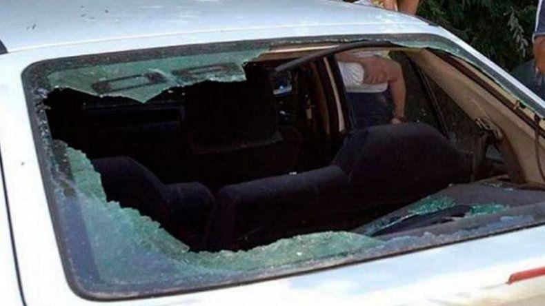 Un hombre y una mujer fueron detenidos por dañar tres autos en el barrio Newbery