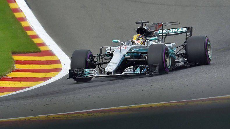El inglés Lewis Hamilton se acerca a la punta del campeonato mundial de pilotos.