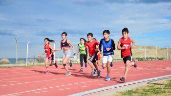 Los atletas compitieron en combos conformados por una prueba de pista, un salto y un lanzamiento. El que mayor puntos obtuvo fue el ganador.