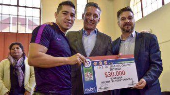 El boxeador Héctor Saldivia recibió un aporte de 30 mil pesos.