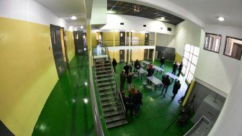 El vicegobernador Mariano Arcioni inauguró ayer los nuevos módulos de la alcaidía policial.