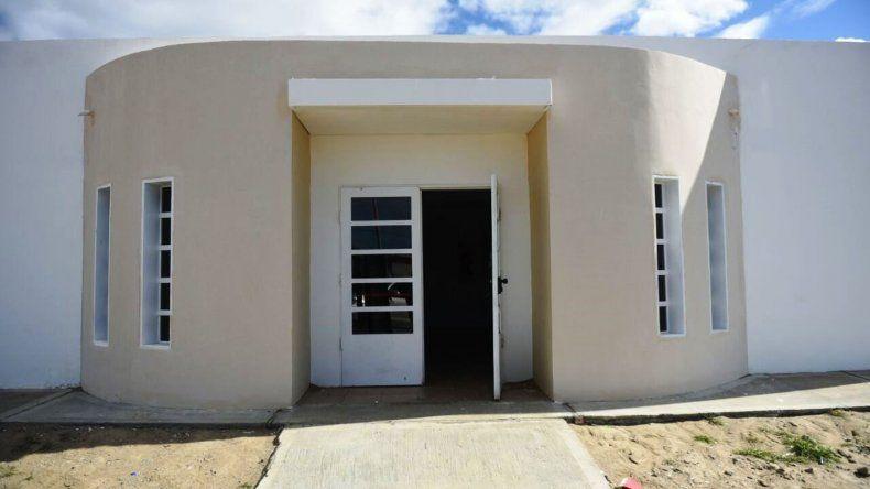 El intendente Carlos Linares recorrió ayer la obra del Centro de Salud de Fracción XIV y anunció que la próxima semana quedará inaugurado.