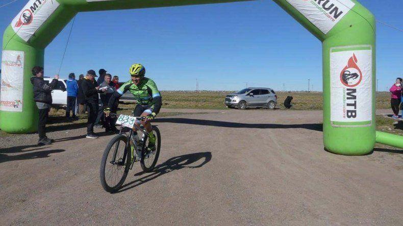 Más de 70 ciclistas animaron la Vuelta al Cerro Truncado.