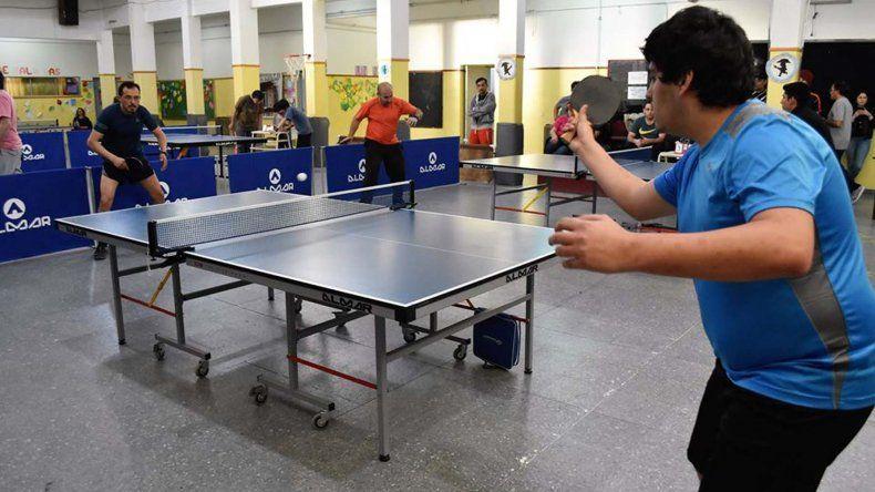 El tenis de mesa tuvo intensa actividad en la Escuela 23 del barrio Próspero Palazzo que fue sede del tercer torneo abierto.