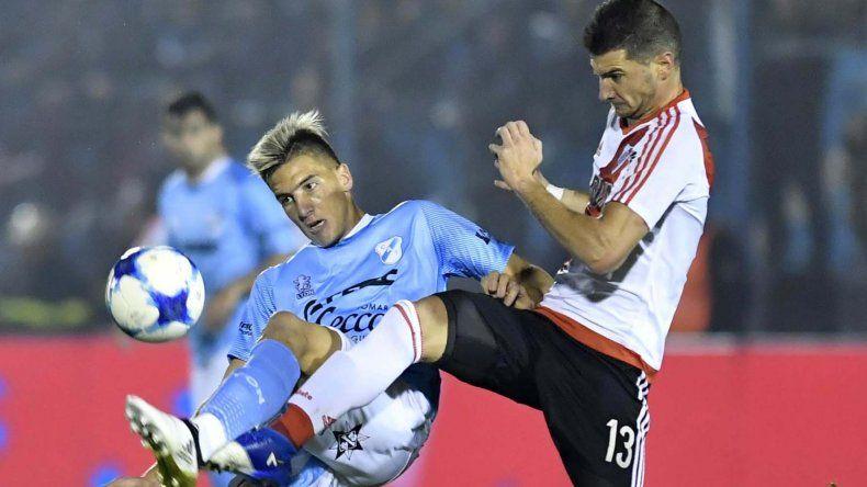 Lucas Alario jugó ante Temperley su último partido con la camiseta de River.