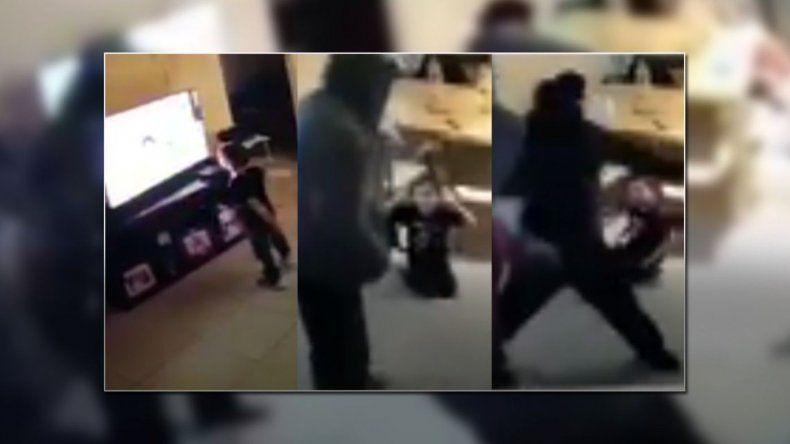 Tres encapuchados intentaron asaltar a una familia y cubrieron su huida a balazos