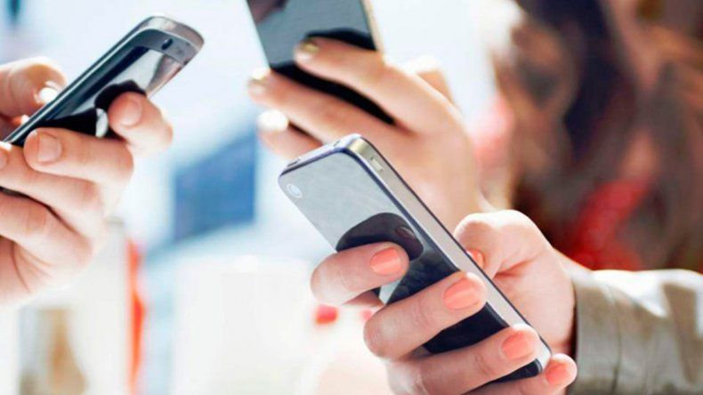 El uso excesivo de redes sociales o juegos online  baja la autoestima