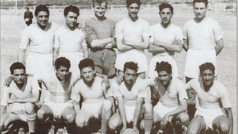 El primer equipo de Oeste Juniors en salir campeón en el año 1951.