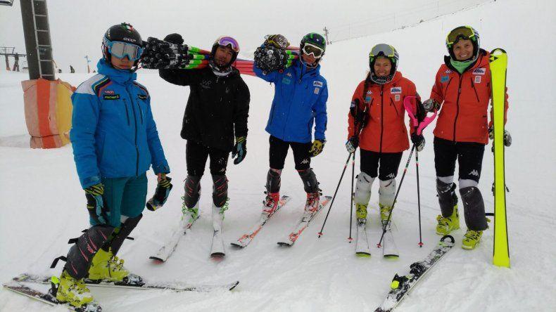 Macarena Simari Birkner estuvo en Esquel brindando una clínica de técnica y motivación de esquí.