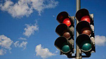 Activan dos nuevos semáforos en Km 3
