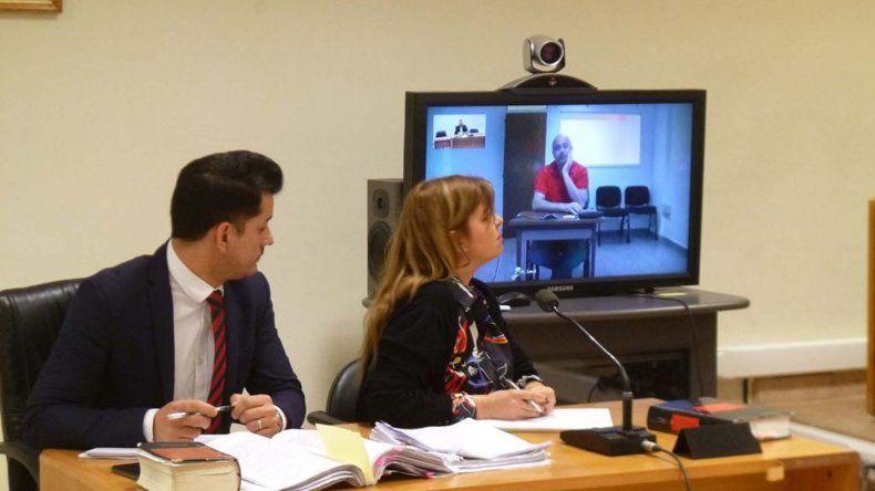 El funcionario fiscal Cristian Ovalle y la fiscal Camila Banfi.