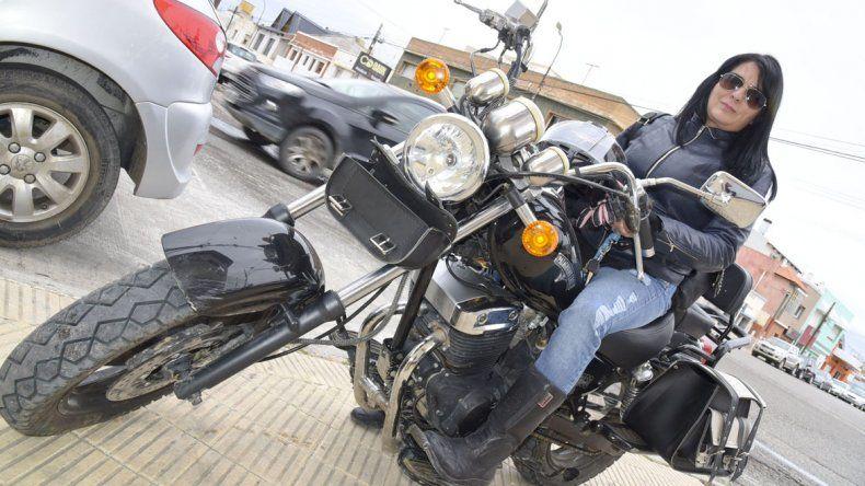 Patricia Alejandra Huaquil y 19 mujeres más iniciarán el miércoles una travesía en moto por la Patagonia.