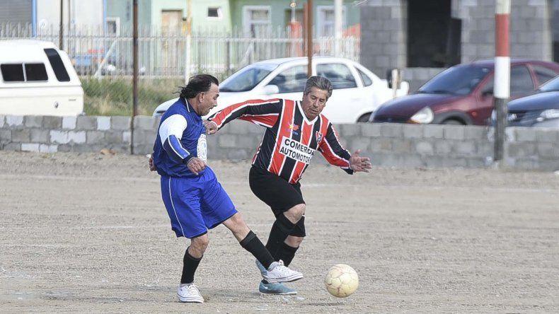 La Asociación de Fútbol Senior jugará esta tarde una nueva fecha de sus campeonatos oficiales.