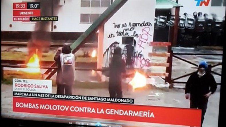Manifestantes de El Bolsón echaron a encapuchados que generaron incidentes