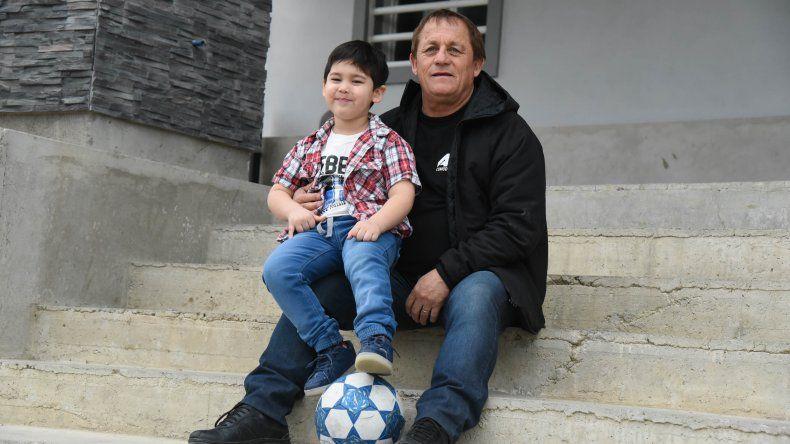 El Chiqui con su nieto Bastyan Misael Navarro