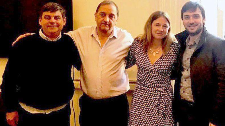 Carlos Linares reunido con funcionarios nacionales.