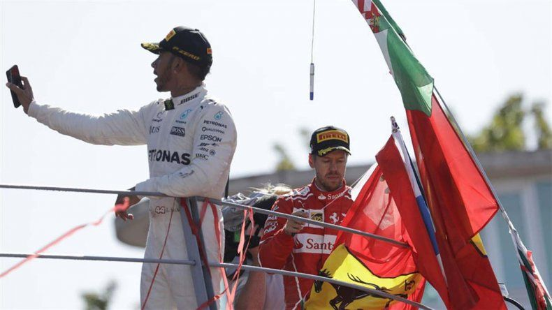 Lewis Hamilton se quedó ayer con el triunfo en el Gran Premio de Italia que se corrió en Monza.