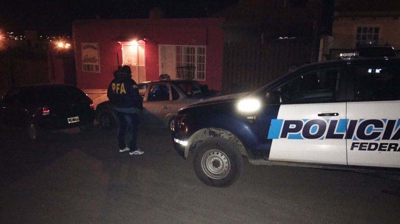 La Policía Federal detuvo ayer a un hombre oriundo de Córdoba que se dedicaba a la venta de drogas en boliches de Caleta Olivia.